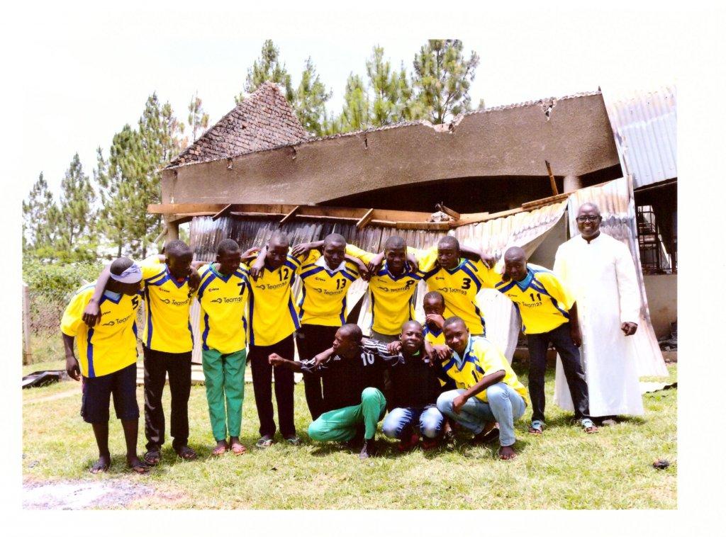 Bild-Uganda-Trikots1